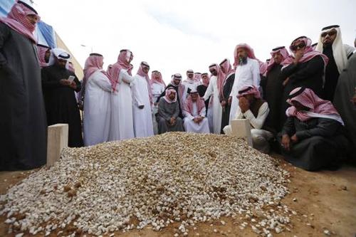 Quốc vươngAbdullah an nghỉ tại ngôi mộ vô danh ở nghĩa trangAl Oud. Ảnh: Reuters