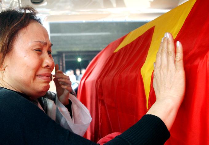 Đẫm nước mắt tiễn biệt 4 sĩ quan tử nạn cùng UH-1