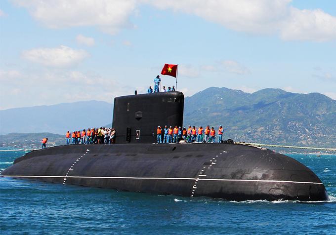 Tàu ngầm Kilo 184 Hải Phòng cập cảng Cam Ranh