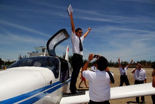 Từ năm 2010 đến 2014, Bay Việt đã huấn luyện gần 300 học viên phi công cho ngành hàng không Việt Nam và trong khu vực, cung cấp 95 phi công cho Vietnam Airlines.