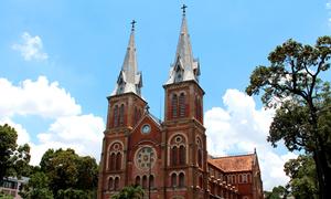 Nhà thờ Đức Bà Sài Gòn bị bôi bẩn
