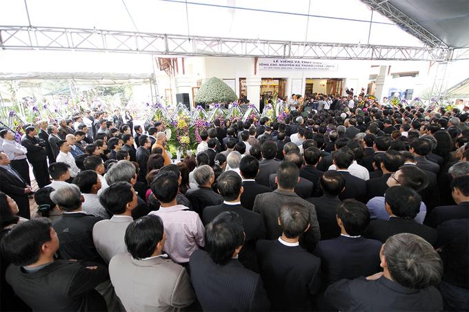 Dòng người chen chân trong lễ truy điệu ông Nguyễn Bá Thanh