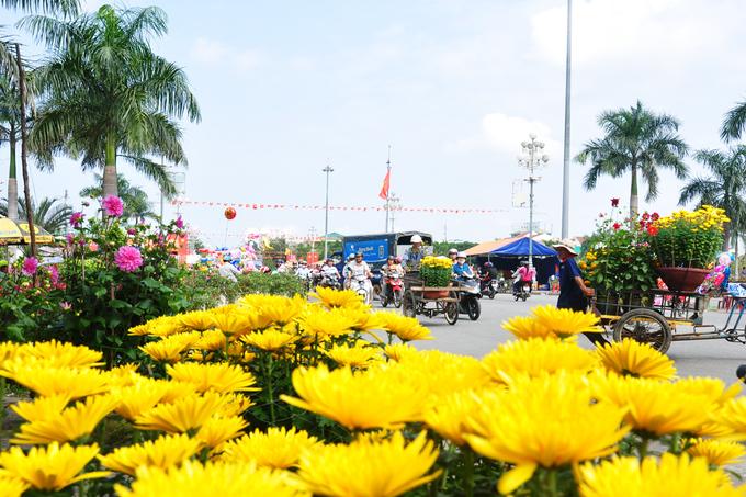 Phiên chợ hoa, quả Tết miền Trung đắt hàng ngày cuối năm