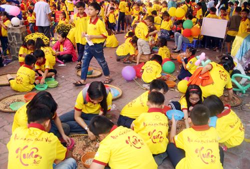 Chương trình Mái ấm gia đình Việt  xuân Ất Mùi 2015 do Đài Truyền hình TP HCM, Tập đoàn Hoa Sen phối hợp cùng Báo Công an TP HCM đồng tổ chức, sẽ diễn ra tại sân khấu Lan Anh từ 15h  đến 20h30 ngày 18/2 (tức ngày 30 tháng Chạp).