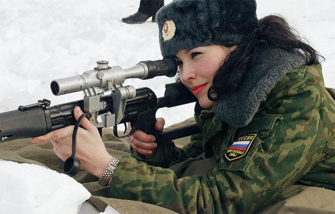 Bóng hồng cầm súng trong quân đội Nga