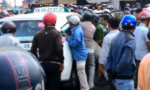 cuop-taxi-vinasun-hinh-anh3-VA-4379-9180
