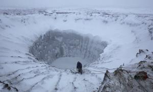 Nguy hiểm rình rập trong hố băng bí ẩn ở Siberia