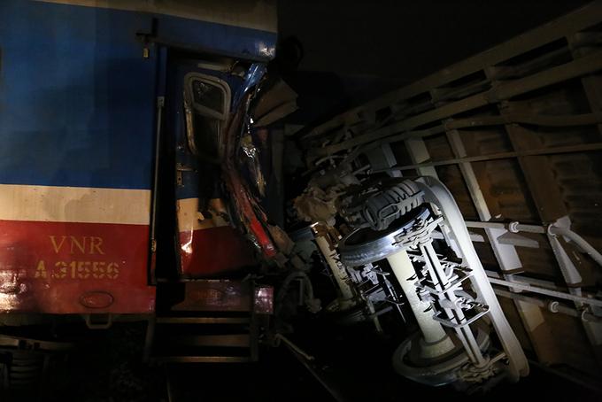 Hiện trường tai nạn làm lái tàu chết kẹt trong cabin
