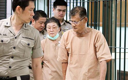 Cha mẹ củaCựu vương phi Srirasmi tại tòa án hình sự ở Bangkok
