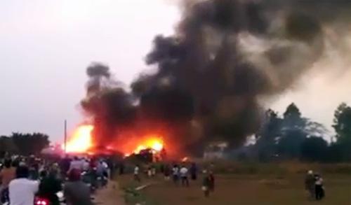 Đám cháy bùng lên dữ dội nhìn từ xa. Ảnh: Ban đọc cung cấp