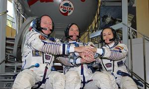 Ba phi hành gia trở về Trái Đất