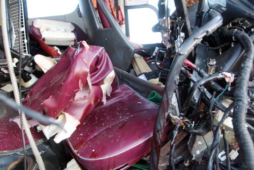 Các dãy ghế đầu xe Phương Trang bẹp dúm. Ảnh: An Nhơn