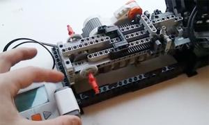 Động cơ V8 làm từ lego chạy như thật