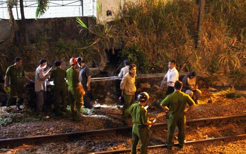 Công an quận Gò Vấp có mặt điều tra làm rõ vụ tai nạn đường sắt. Ảnh: An Nhơn