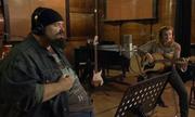 Giọng ca của 'nữ ca sĩ' khiến ông bầu say mê