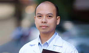 Tiến sĩ dược học Nguyễn Hoàng Tuấn