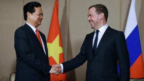 Thủ tướng Nguyễn Tấn Dũng bắt tay với người đồng cấp Nga Dmitry Medvedev tạiKazakhstan. Ảnh: RIANovosti