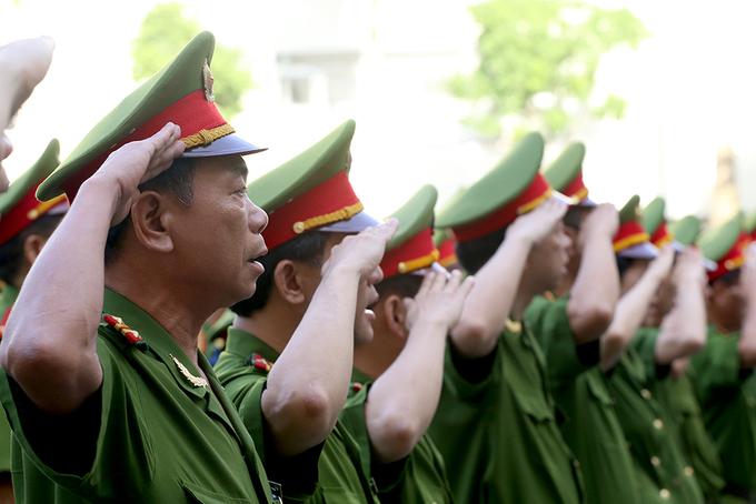 Các cơ quan Hà Nội hát Quốc ca chào cờ đầu tuần