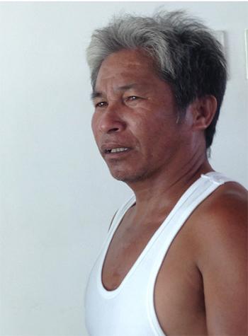 Viany Mula, 43 tuổi, hiện làm nghề chở hàng bằng xe máy.Ảnh:Washington Post
