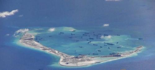 Hình ảnh Trung Quốc hôm 21/5cải tạo trái phép Đá Vành Khăn thuộc quần đảo Trường Sa của Việt Nam, chụp từ máy bay trinh sát P8 của Mỹ. Ảnh:Reuters