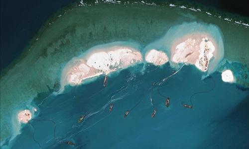Hình ảnh vệ tinh cho thấy nhiều tàu Trung Quốc đang nạo hút cát tại đá Vành Khăn thuộc quần đảo Trường Sa của Việt Nam. Ảnh:AFP