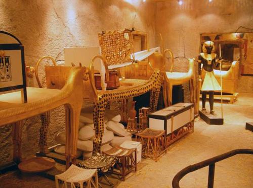 Tutankhamun-tomb-9063-1434536290.jpg