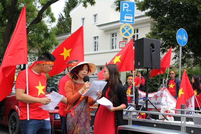 Người Việt ở Đức tiếp tục xuống đường phản đối Trung Quốc ở Biển Đông