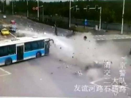 nanjing-bmw-crash-1-2l0b9tp56h-8931-5064