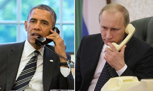 Tổng thống Mỹ Barack Obama (trái) và người đồng cấp Nga Vladimir trong một cuộc điện đàm. Ảnh: Reuters/RIA Novosti