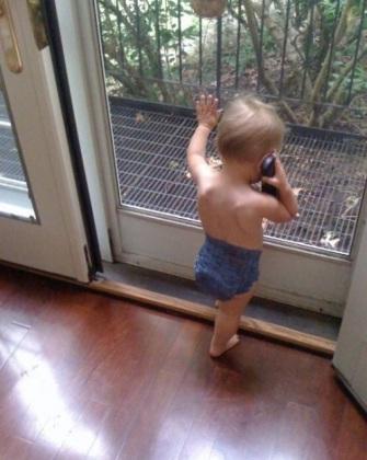 Rảnh là gọi điện thoại với bạn gái.