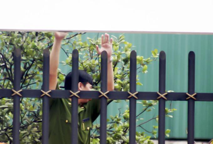 Hung thủ vụ thảm sát có thể đã trèo tường đột nhập biệt thự