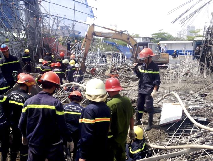 2 người tử vong vụ sập giàn giáo công trình ở Sài Gòn