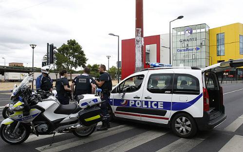 Paris-police-offi-3373372b-1-8599-143679