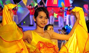 Vũ điệu đường phố rực rỡ ở Nha Trang