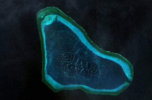 Bãi cạn Scarborough/Hoàng Nham, nơi diễn ra cuộc đối mặt giữa các tàu của Philippines và Trung Quốc. Ảnh vệ tinh: Google
