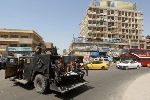 Lực lượng an ninh Iraq tuần traShorja market in central Baghdad on June 16, 2015