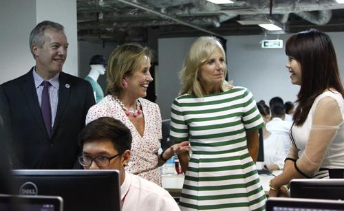 15h chiều 20/7, bà Jill Biden cùng phái đoàn bay về TP HCM, bắt đầu cho chuyến thăm thành phố từ ngày 20-21/7.