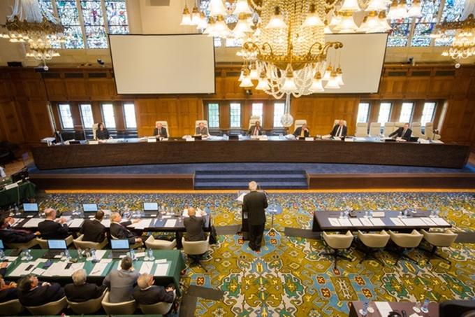 Bên trong phiên tòa xét xử vụ kiện 'đường lưỡi bò'