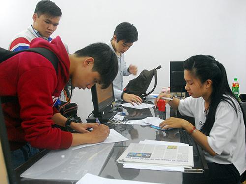Thi-sinh-nop-don-phuc-khao-9938-14379898