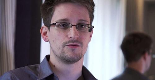 Edward Snowdentừng làm việc cho Cơ quan Tình báo Trung ươngMỹ (CIA) và sau đó là Cơ quan An ninh Quốc gia Mỹ (NSA). Ảnh:El Universo