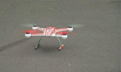 Chiếc máy bay mô hình thả ma túy xuống nhà tùMansfield. Ảnh: Fox News
