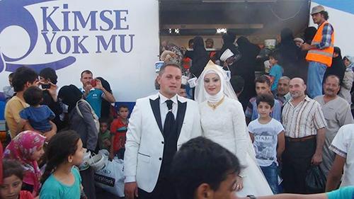 Chú rểFethullah Uzumcuoglu và cô dâuEsra Polat,
