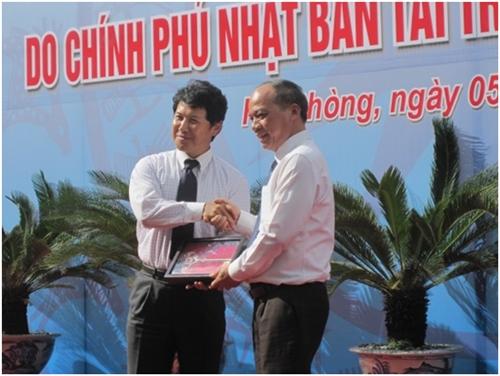 Công sứ kinh tế NAGAI bắt tay với Thứ trưởng Bộ Nông Nghiệp và phát triển Nông thôn Vũ Văn Tám