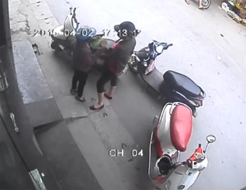 nhung-man-cay-cop-xe-may-trom-do-kho-luong-o-viet-nam-3
