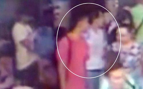 Hai kẻ (khoanh tròn)được cho đồng phạm trong vụ đánh bom. Ảnh:Telegraph