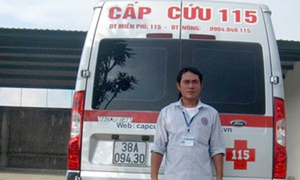 Thuê xe cấp cứu vượt hơn 350 km ra Hà Nội nộp hồ sơ đại học