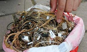 'Bi kịch khi tìm thấy gần 5 lượng vàng trong đống rác' gây bão mạng XH