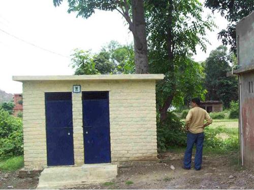 53% dân số, phóng uế bừa bãi và không hề có nhà vệ sinh.