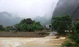 Cầu không lan can, 4 nữ sinh ngã xuống dòng nước siết
