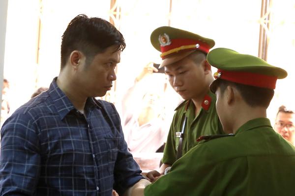 CT-bi-cao-tuong-va-cong-an-9662-14419467